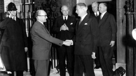 Премьер-министр Великобритании Энтони Идэн и его французский коллега Ги Молле