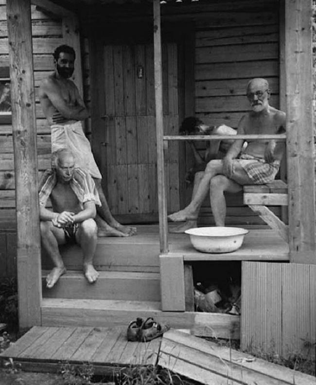 Karl Yunq və Ziqmund Freyd hamamdan sonra dincəlirlər, 1907-ci il