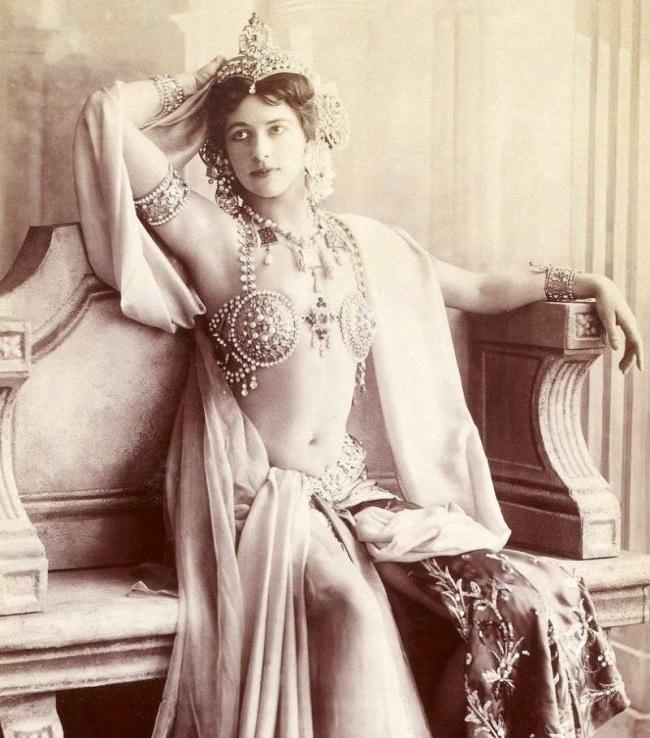 Məşhur kəşfiyyatçı Mata Hari, 1910-cu illər